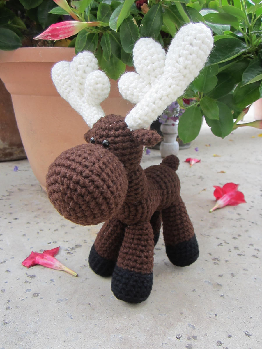Awkward Moose by aphid777 on DeviantArt