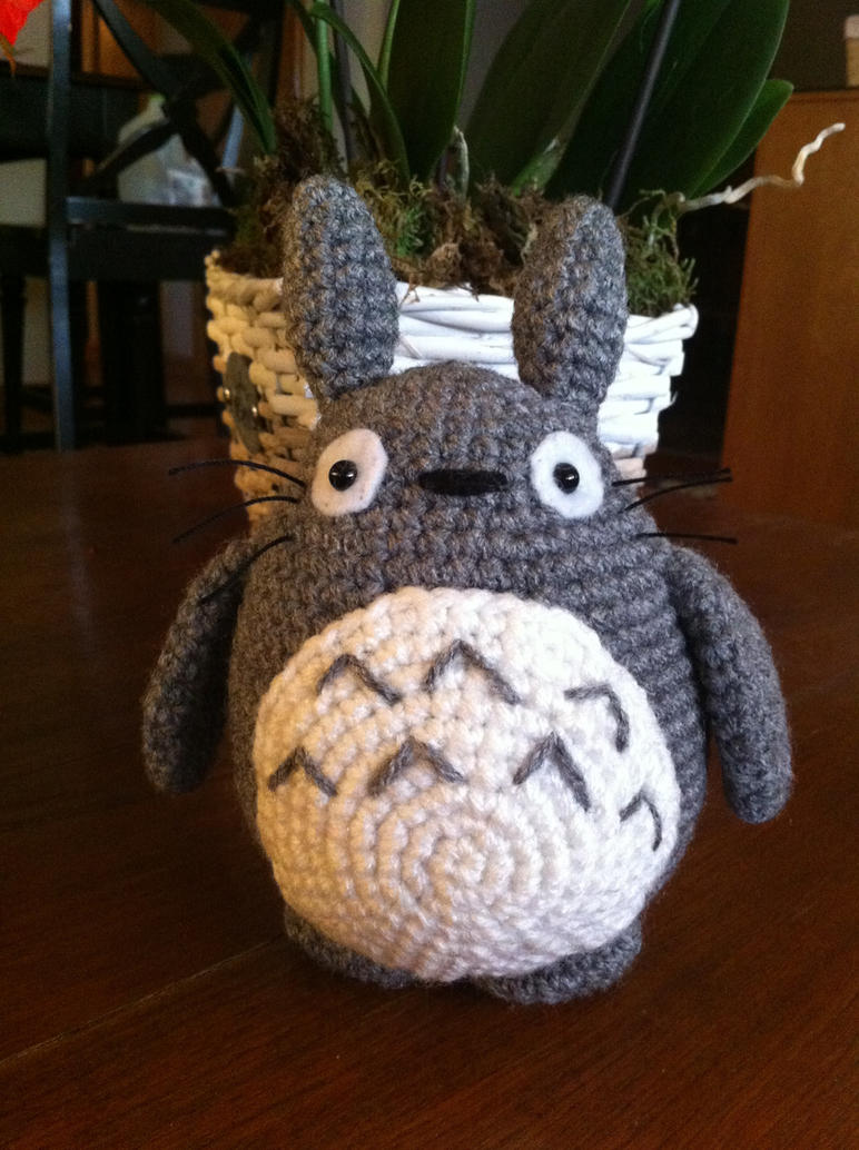 Free Amigurumi Wedding Couple Pattern : Mini Totoro by aphid777 on DeviantArt