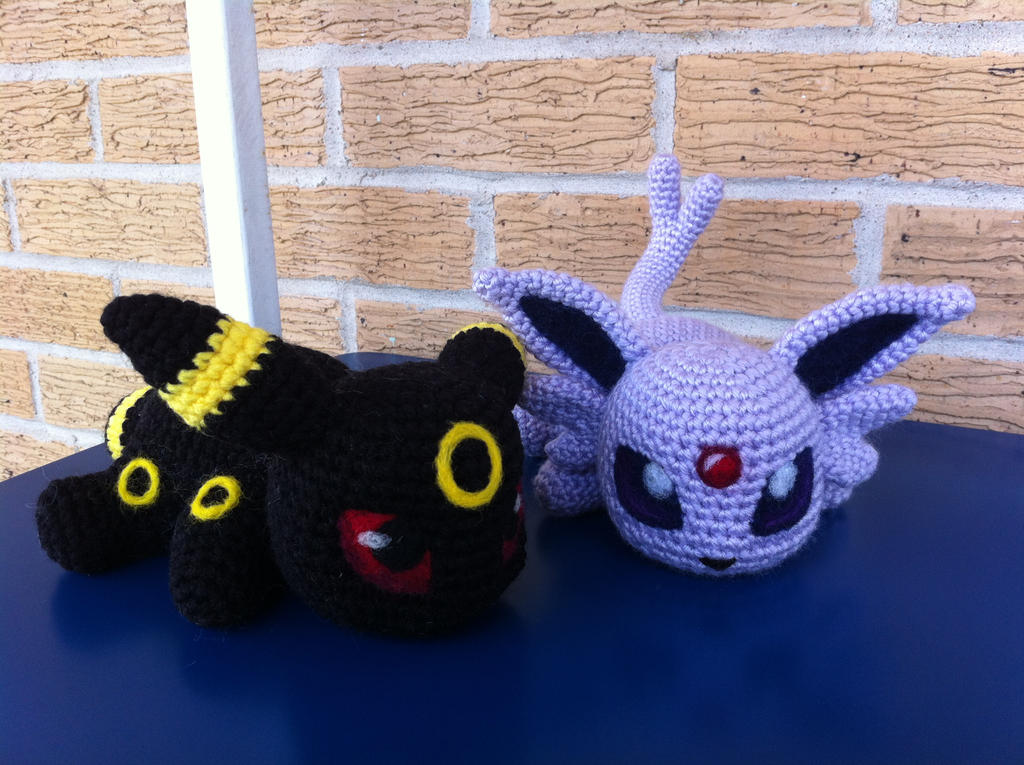 Baby Umbreon Amigurumi : Baby Umbreon and Espeon by aphid777 on DeviantArt