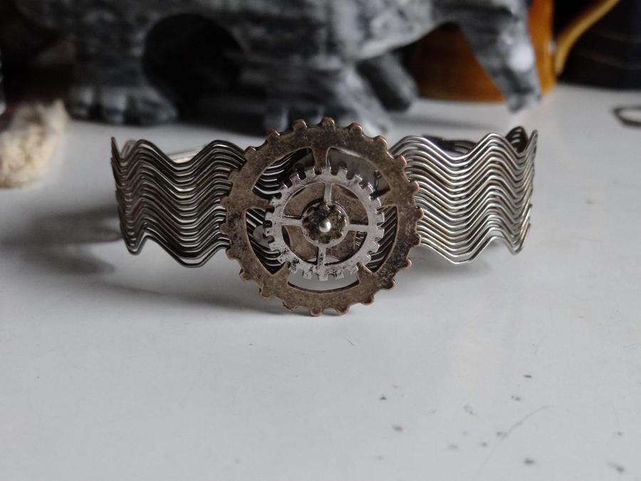 Gear bracelet by Hiddendemon-666
