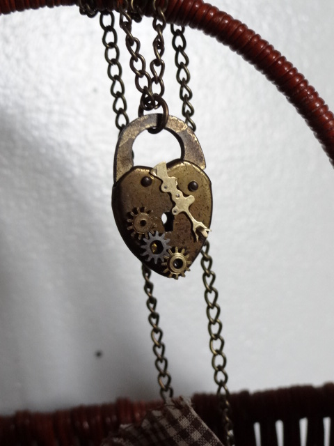 Steampunk heart necklace II by Hiddendemon-666