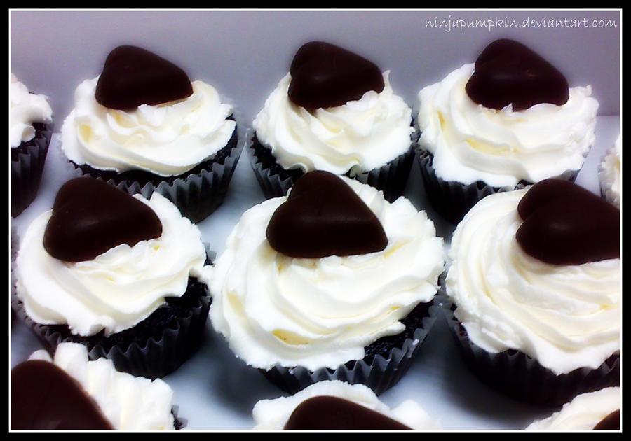 valentines day cupcakes by ninjapumpkin