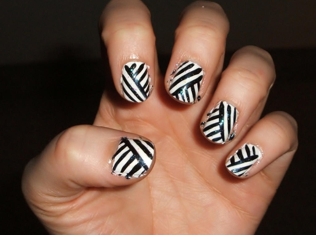 Black n white stripes by lettym
