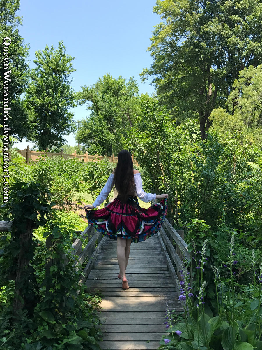 http://img05.deviantart.net/9ff4/i/2017/192/9/b/gypsy_girl_on_the_bridge_by_queenwerandra-dbfy7ol.jpg