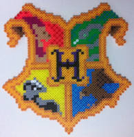 Hogwarts crest in perler beads by dishwall