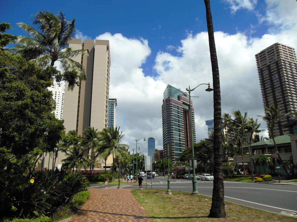 Waikiki! by RunaFire