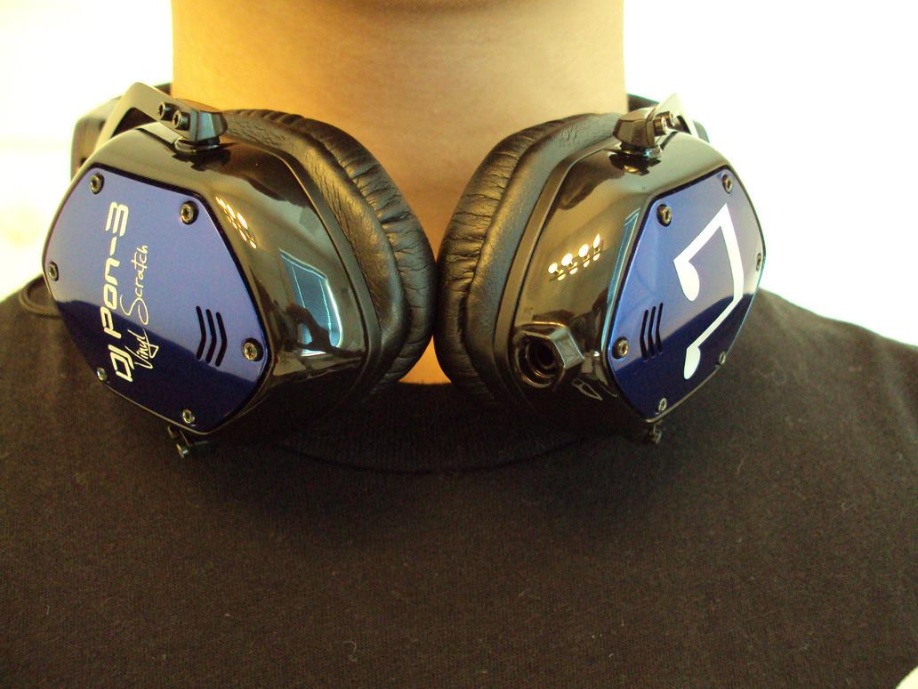 Vinyl Scratch custom headphones 6 by HappyOrwell