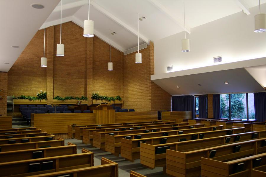 Eine leere Kapelle, in welcher sonntags der Gottesdienst der Mormonen abgehalten wird.