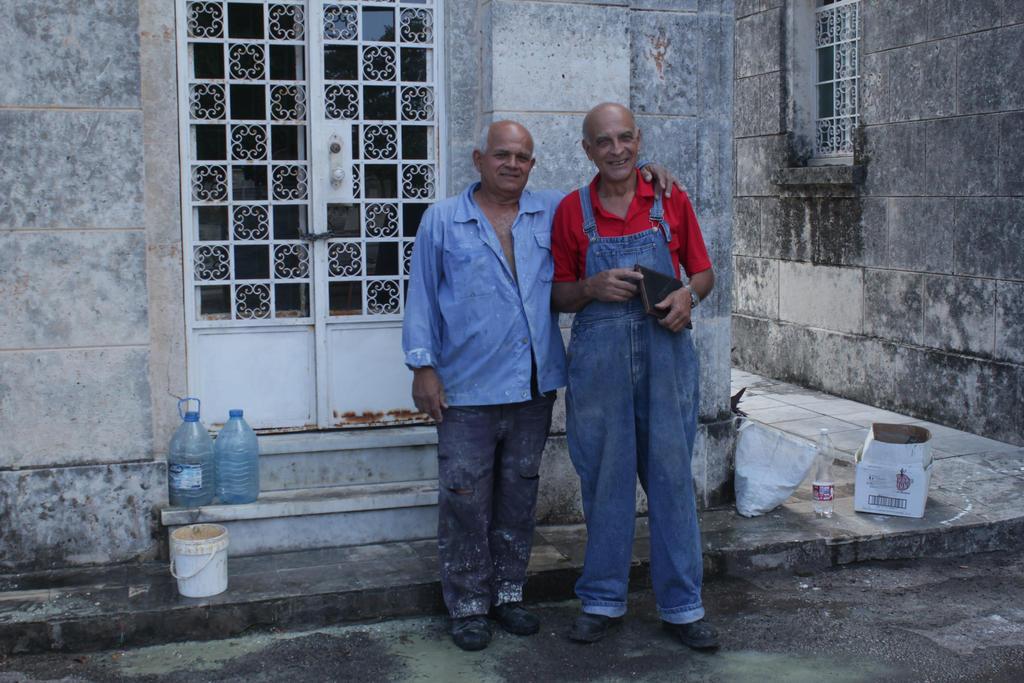 Cuba_Havana_Cemetary_ by ethnonaut