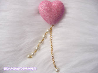 Glittery heart hair clip with pearls by Pastelhorror
