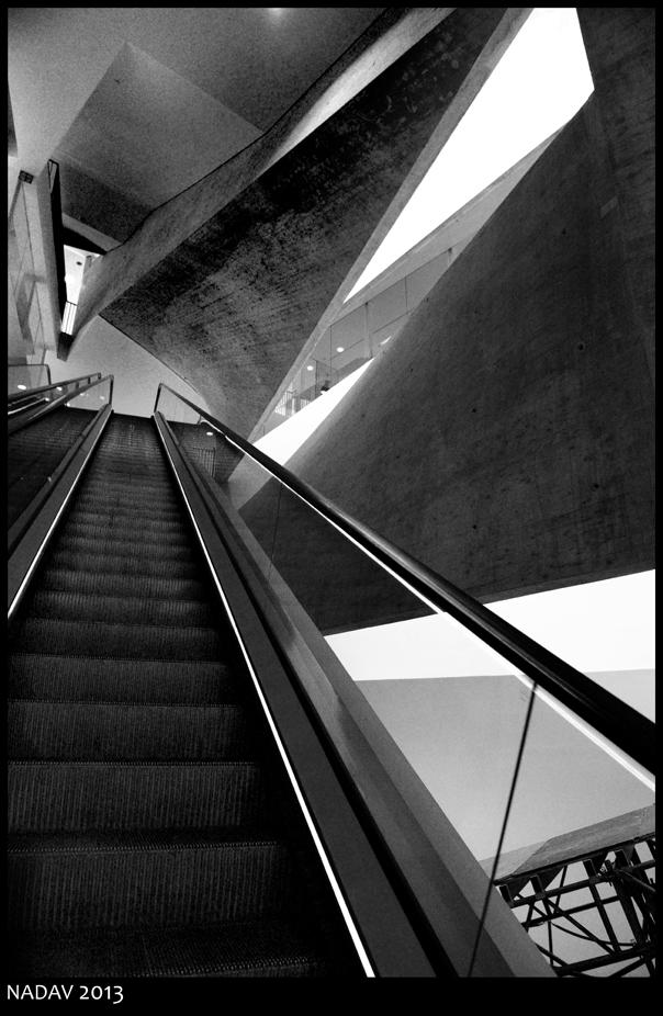 Escalator by nadav