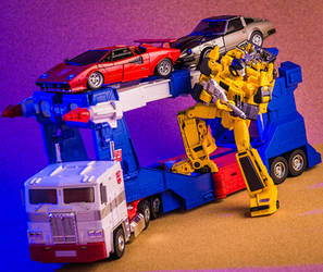 MP-39 Sunstreaker and MP-11 Ultra Magnus