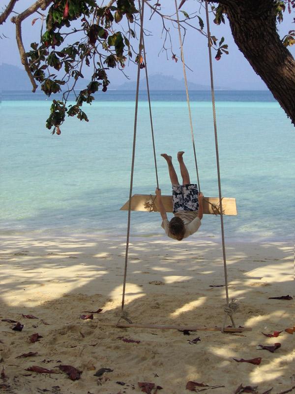 Swinging in Paradise by melemel