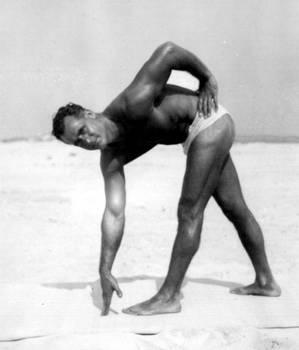 Charles Atlas stretching excersice - Isometrics