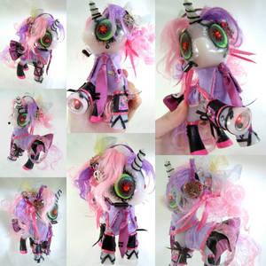 Sweetiebot Miku by LightningMana-Crafts