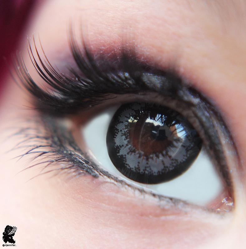Как сделать карие глаза еще темнее с помощью линз