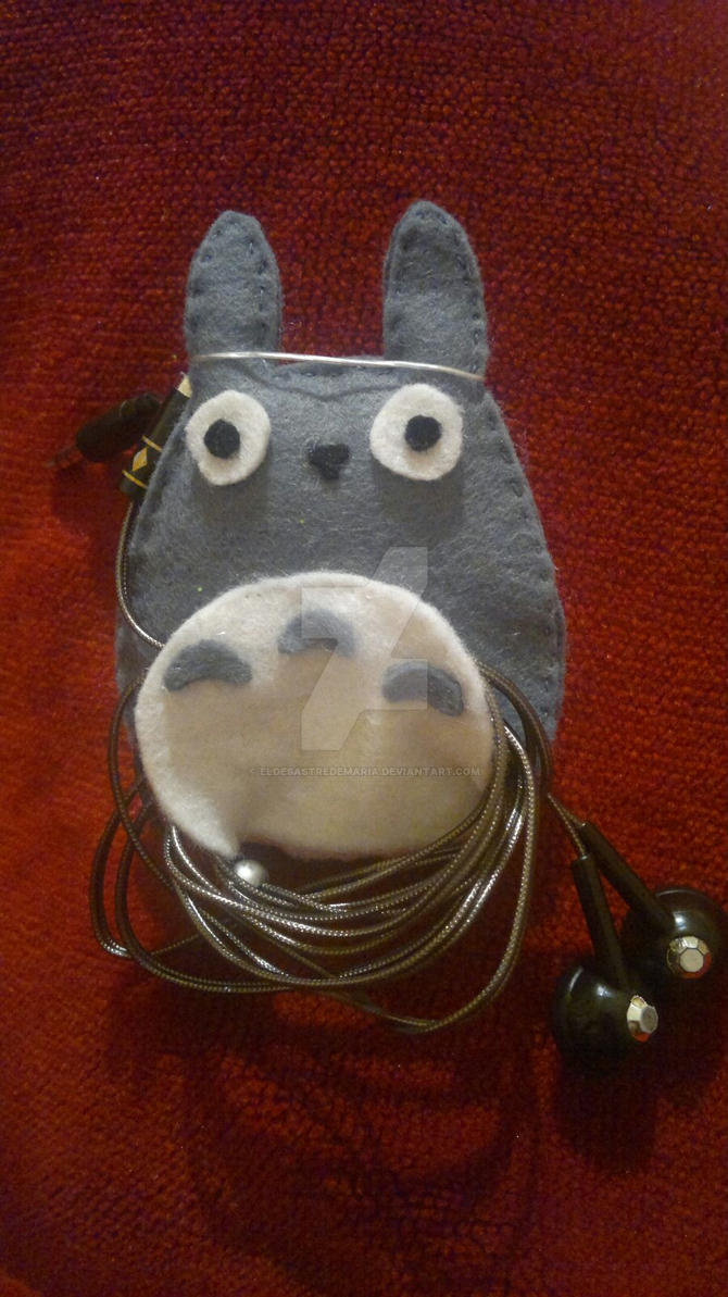 Totoro - Headphone case - felt by eldesastredemaria