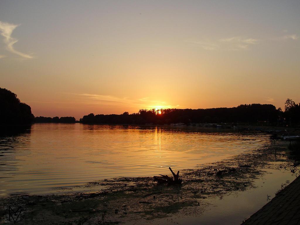 Sunset by Akage95