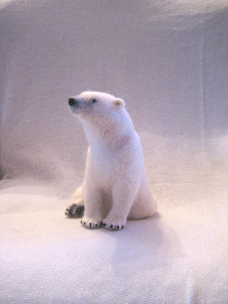 Needle felted polar bear by earfox