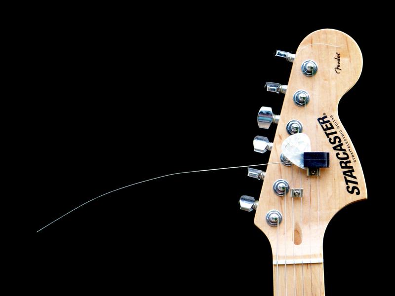 Ghetto Guitar by zurisu
