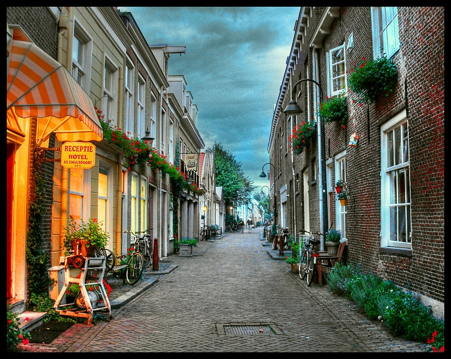 Delft Hotels With Parking