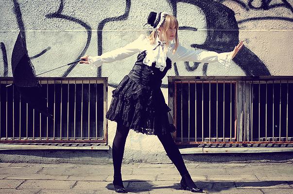 Gothic Lolita I by mistlel