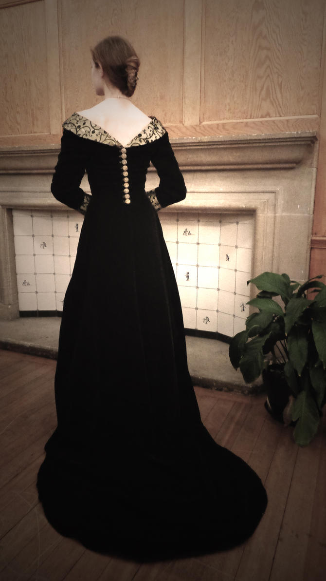 Elizabeth Woodville Costume Back by Yazzzle