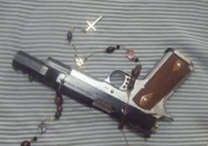 gun and cross on border3