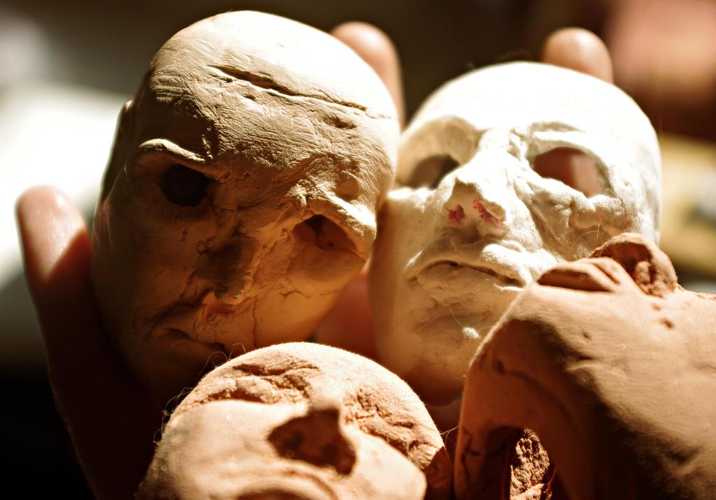 heads by kardamonow