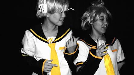 Len Kagamine 2x by Yufi09