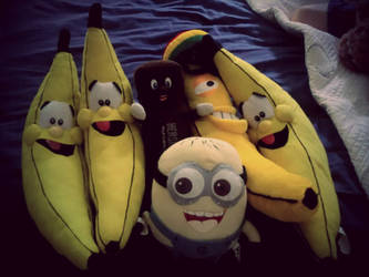 Minions Love Bananas by dvn225