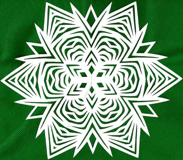 Large Jagged snowflake by Mokeydandy