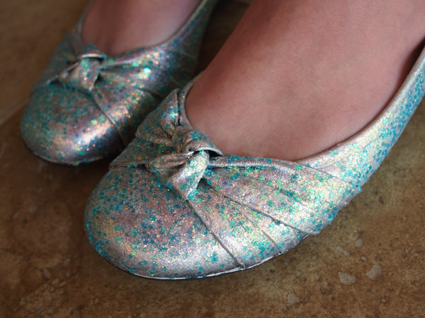 DIY Glitter Shoes by aimeekitty