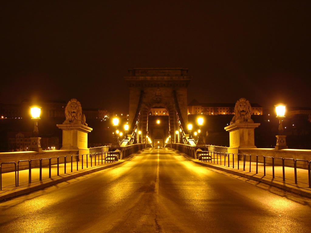 Szechenyi Chain Bridge by Hun82