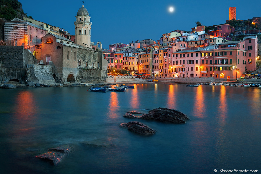 Moon over Vernazza by SimonePomata