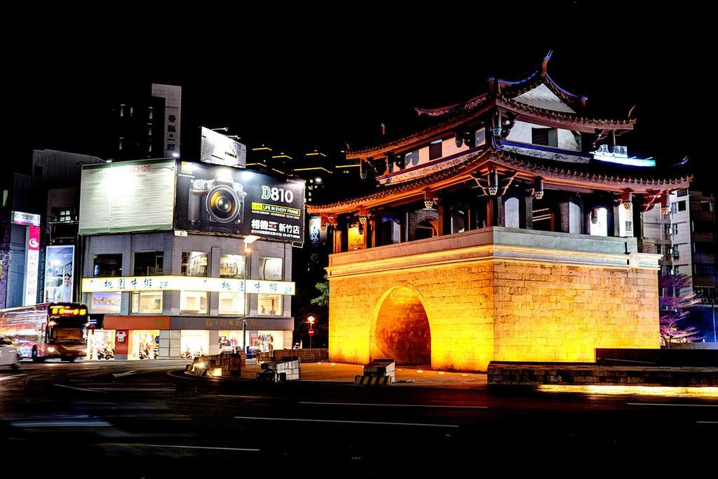 Hsinchu East Gate by kdiff3
