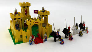LEGO 375 - Yellow Castle by TheRudeDevil