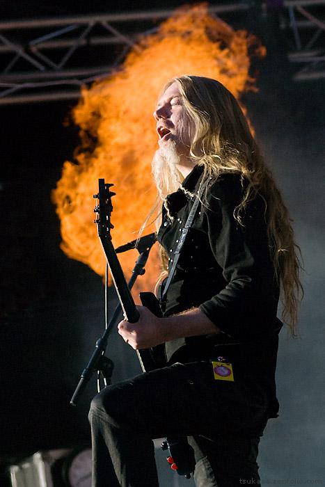 http://fc04.deviantart.com/fs31/f/2008/196/8/0/Nightwish_at_TUSKA_2008___I_by_middeneaht.jpg