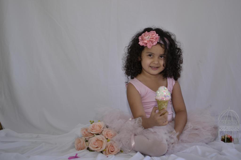 Sweet little girl by CrisSolimann