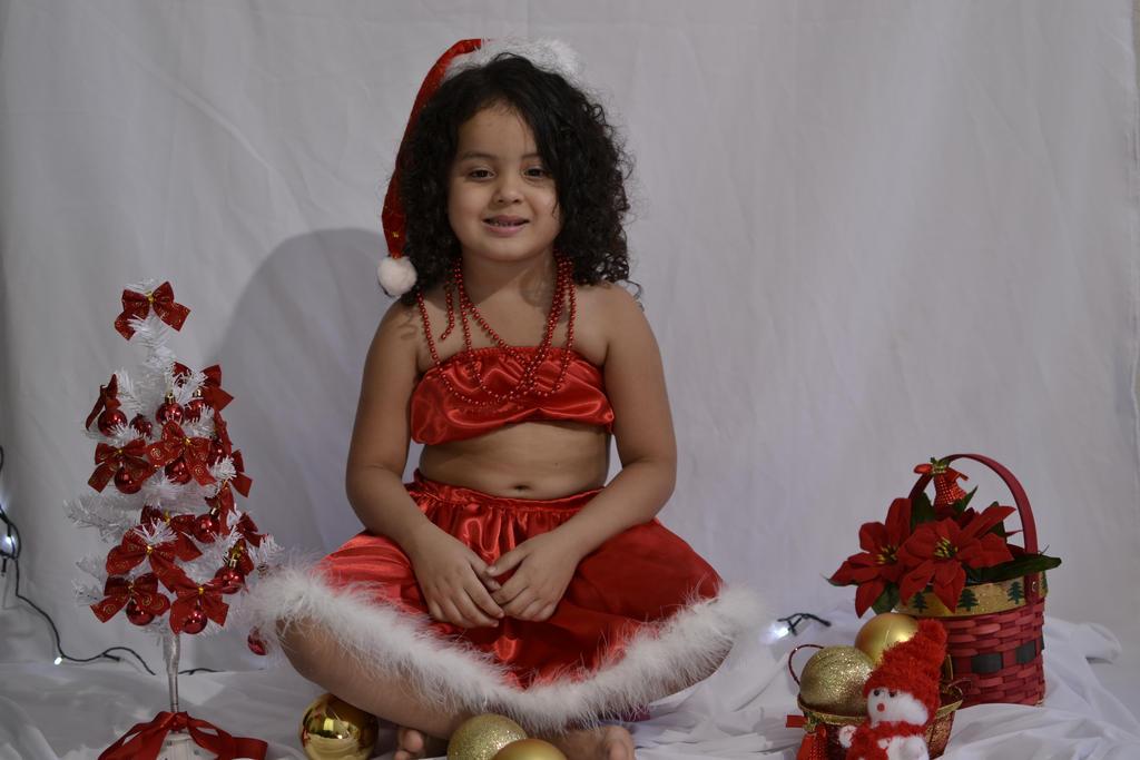 little girl by CrisSolimann