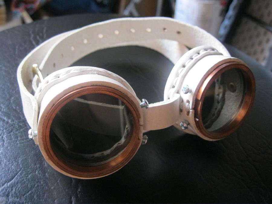 Registro de Máscaras White_blaze__goggles__by_passbyguy-d3n0v7b