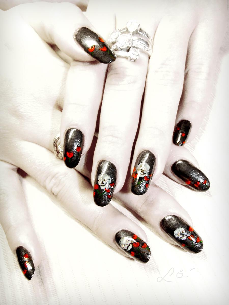 Skulls N' Roses nail art