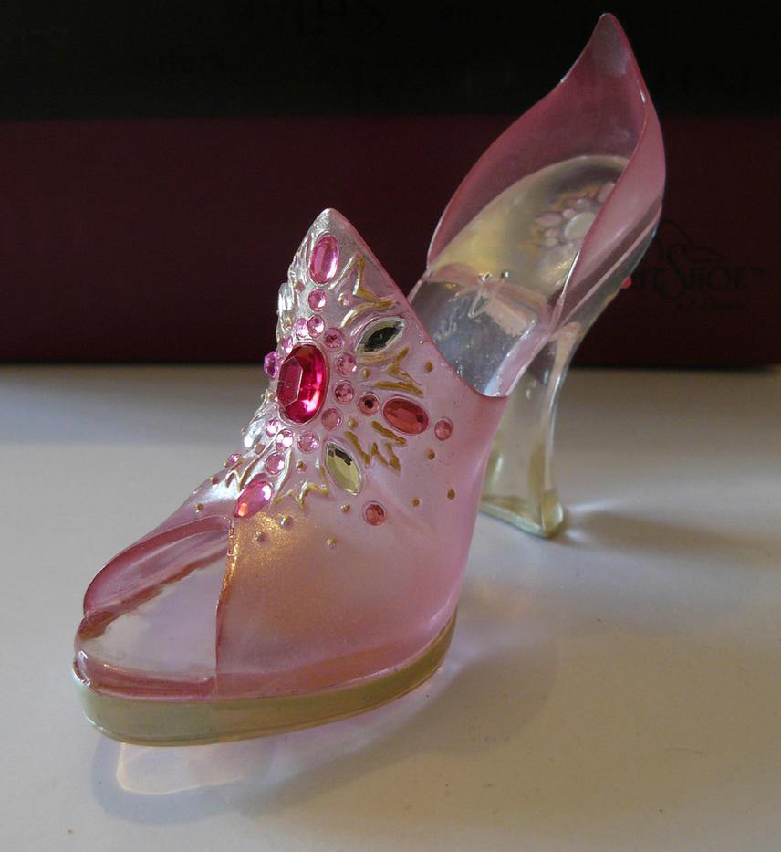 Fairytale Shoe by GRANNYSATTICSTOCK