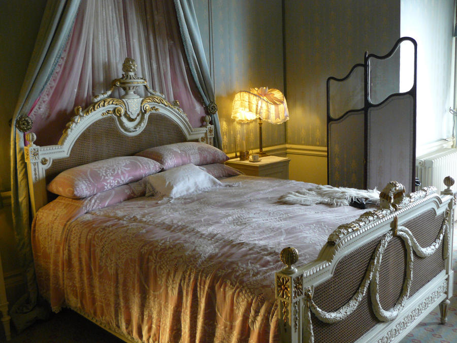 grand bed by GRANNYSATTICSTOCK