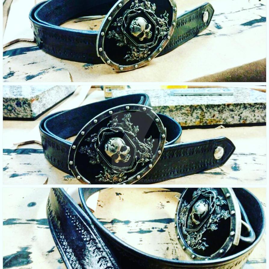 Black Leather Belt w/ Embellished Skull Buckle. by tomytieneblas74