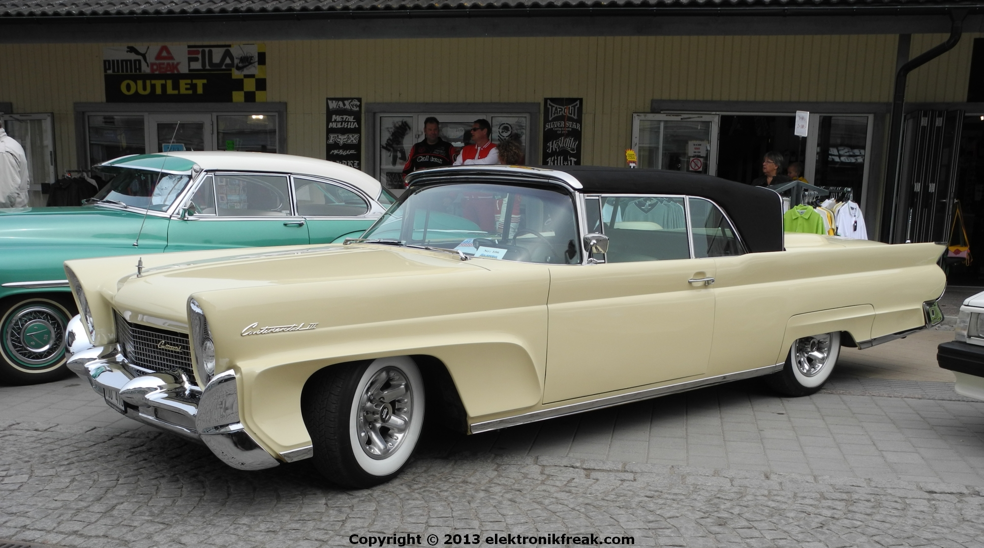 old classy 1958 lincoln continental convertible by elektronikfreak on deviantart. Black Bedroom Furniture Sets. Home Design Ideas