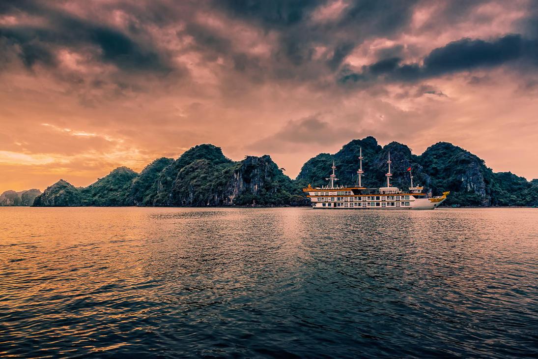 Halong Bay, Vietnam by hessbeck-fotografix