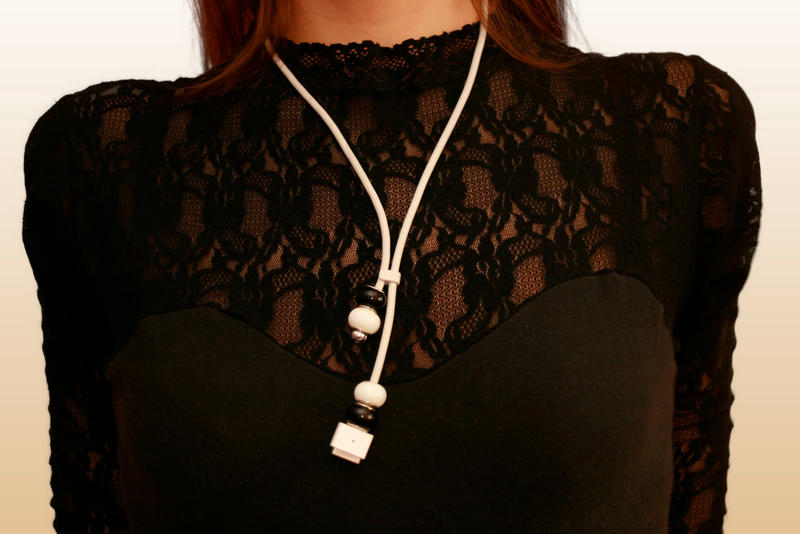 macintosh cable necklace