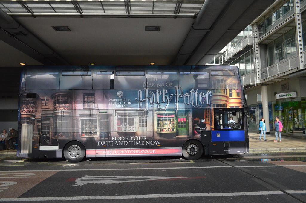 Warner Bros Studio Tour Bus by Yuna-chan666