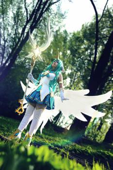 Star Guardian Soraka waiting for her team